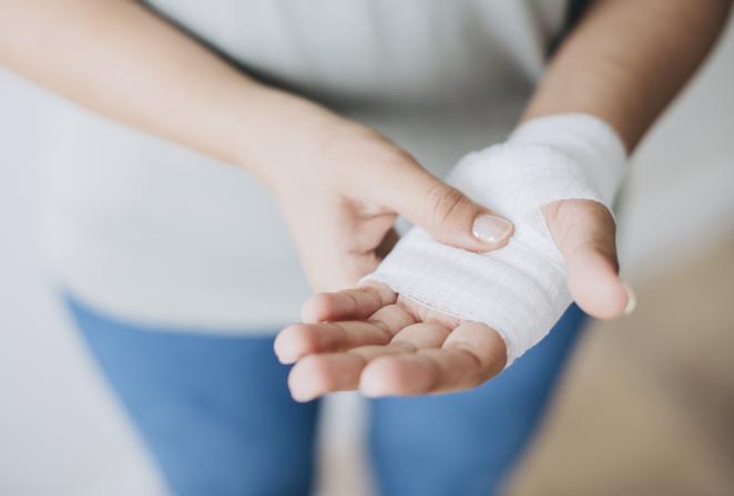 """Kuo ilgiau gyja žaizda, tuo didesnis lieka randas. Praktiniai """"Apotheka vaistinė"""" vaistininkės patarimai, kaip sumažinti randus"""